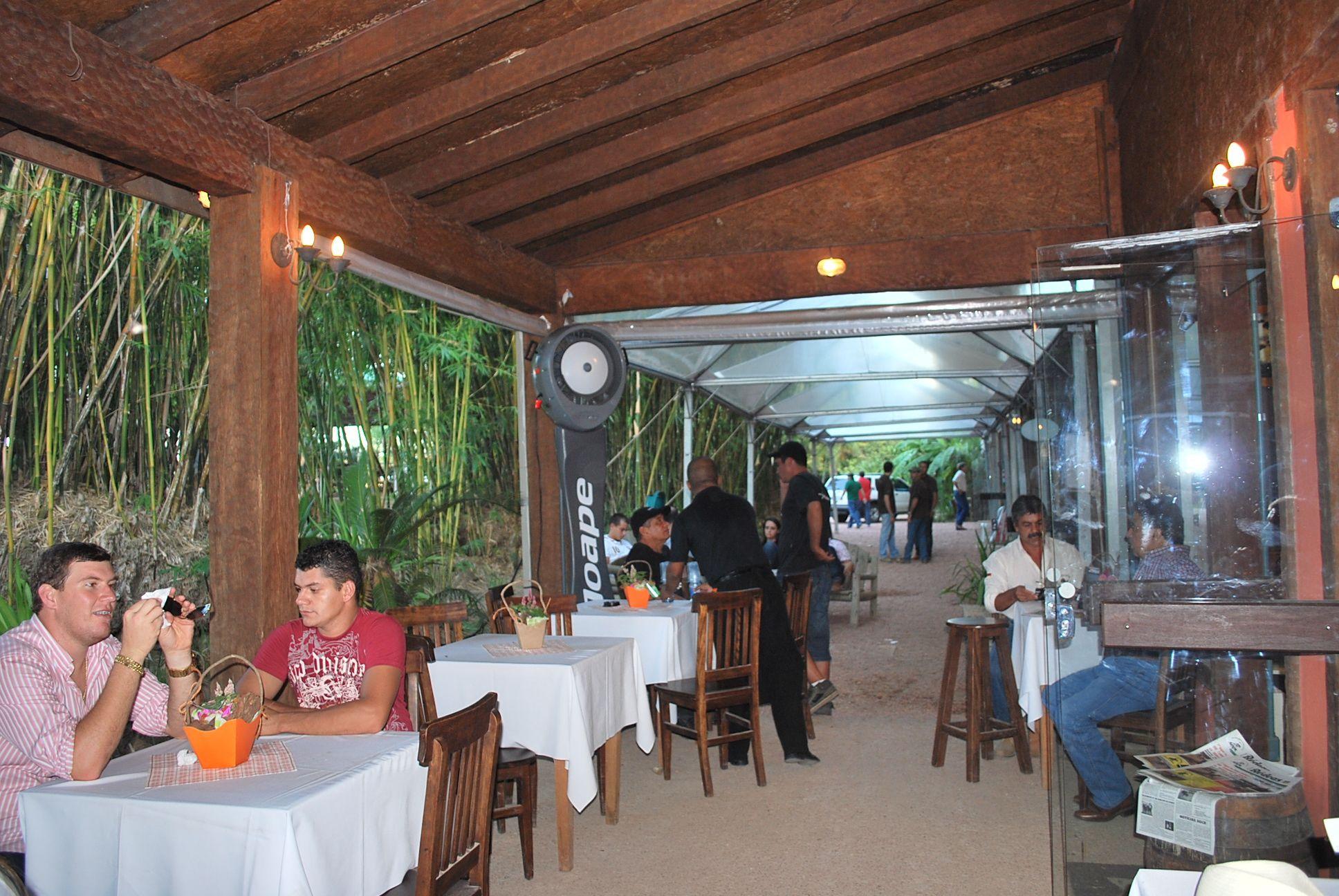 outdoor restaurant patio