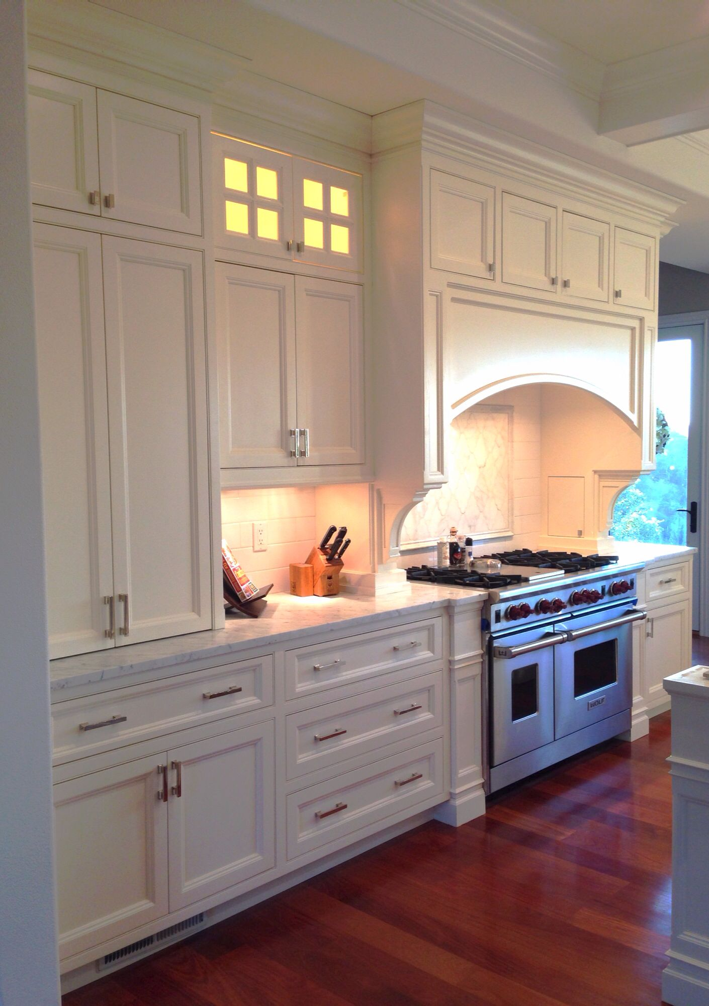 White Painted Kitchen Cabinets In Daisy White Sherwin Williams