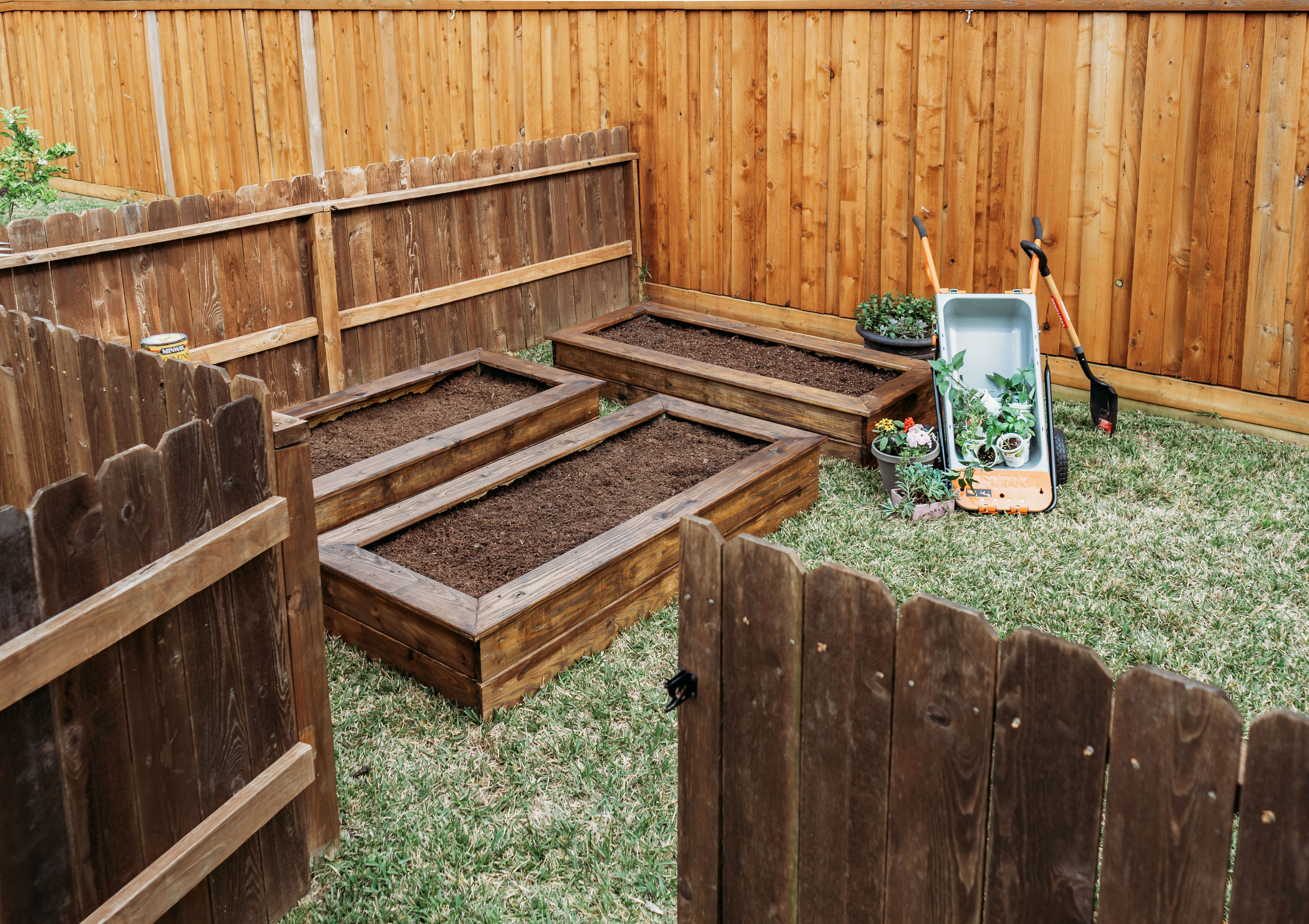 Raised Garden Bed Tutorial Raised garden beds, Garden