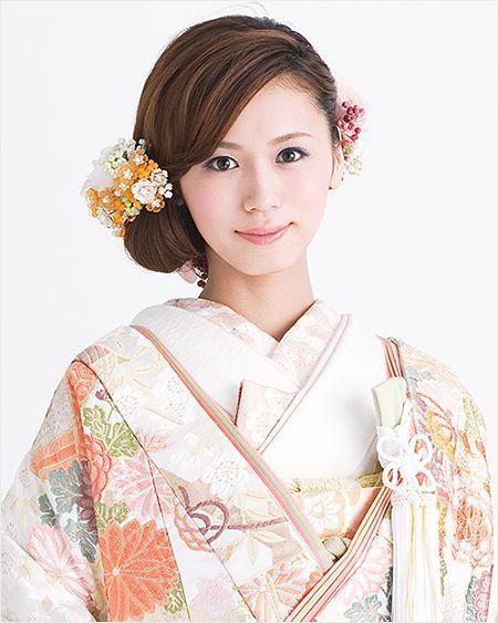 じわじわ人気の和装結婚式 和装に似合う人気ウエディングヘアスタイルの1枚目の写真 マシマロ 着物ファッション 伝統的な着物 ヘアアクセサリー
