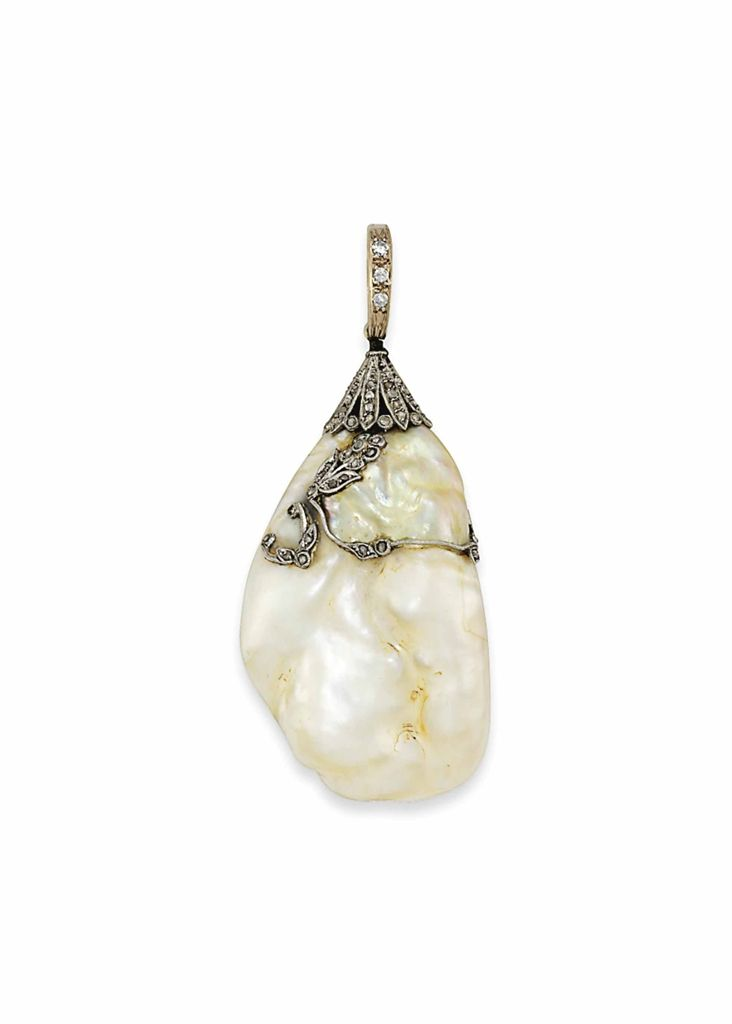 AN EARLY 20TH CENTURY NATURAL HOLLOW PEARL AND DIAMOND PENDANT