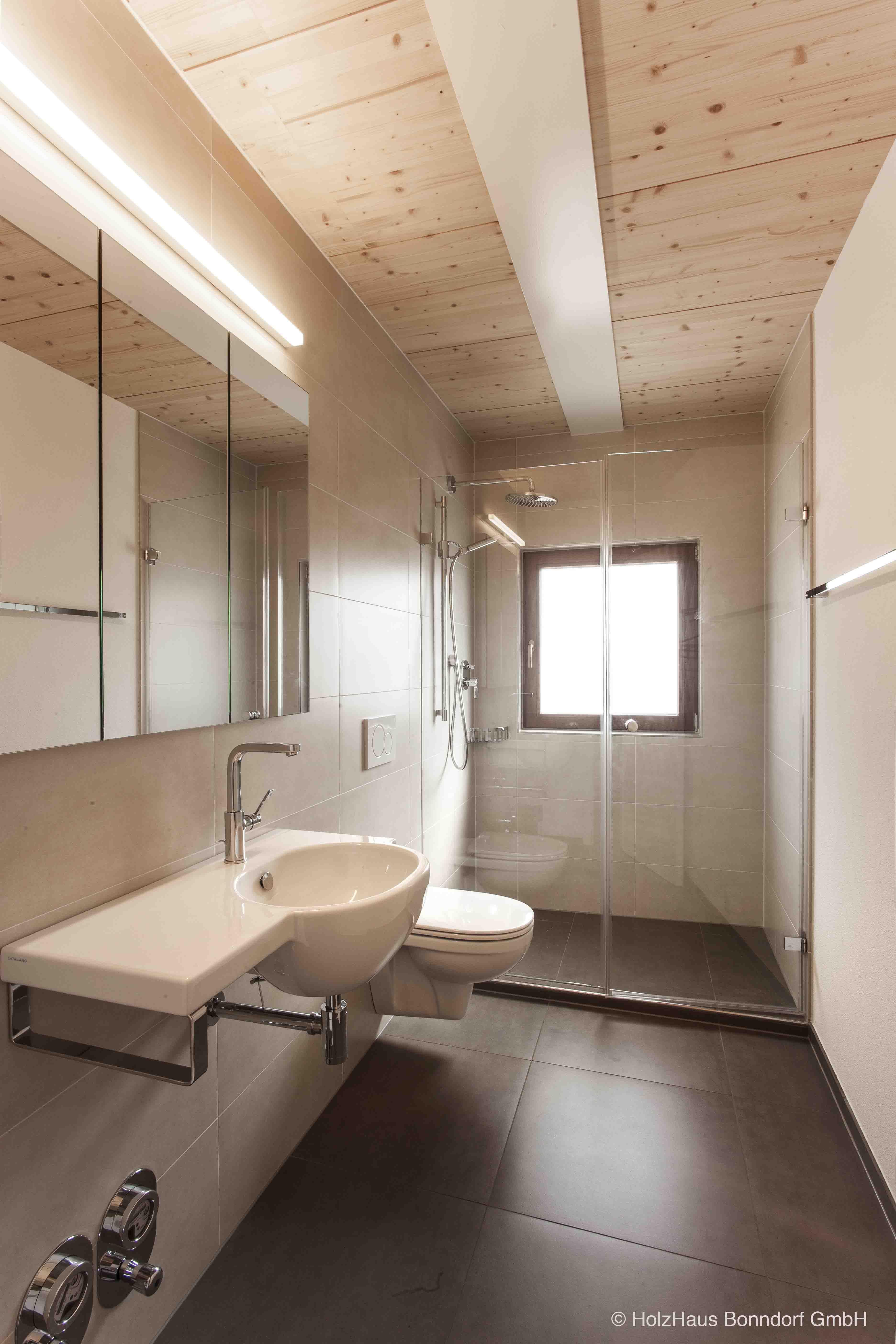 HOUSE IN SWITZERLAND: Holz und Badezimmer ? Das ist schon lange kein ...