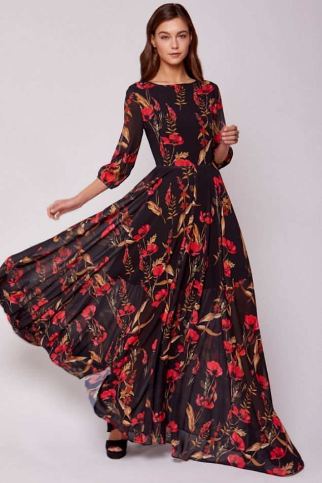 693e53ddde1 A romantic floral print complements the elegant