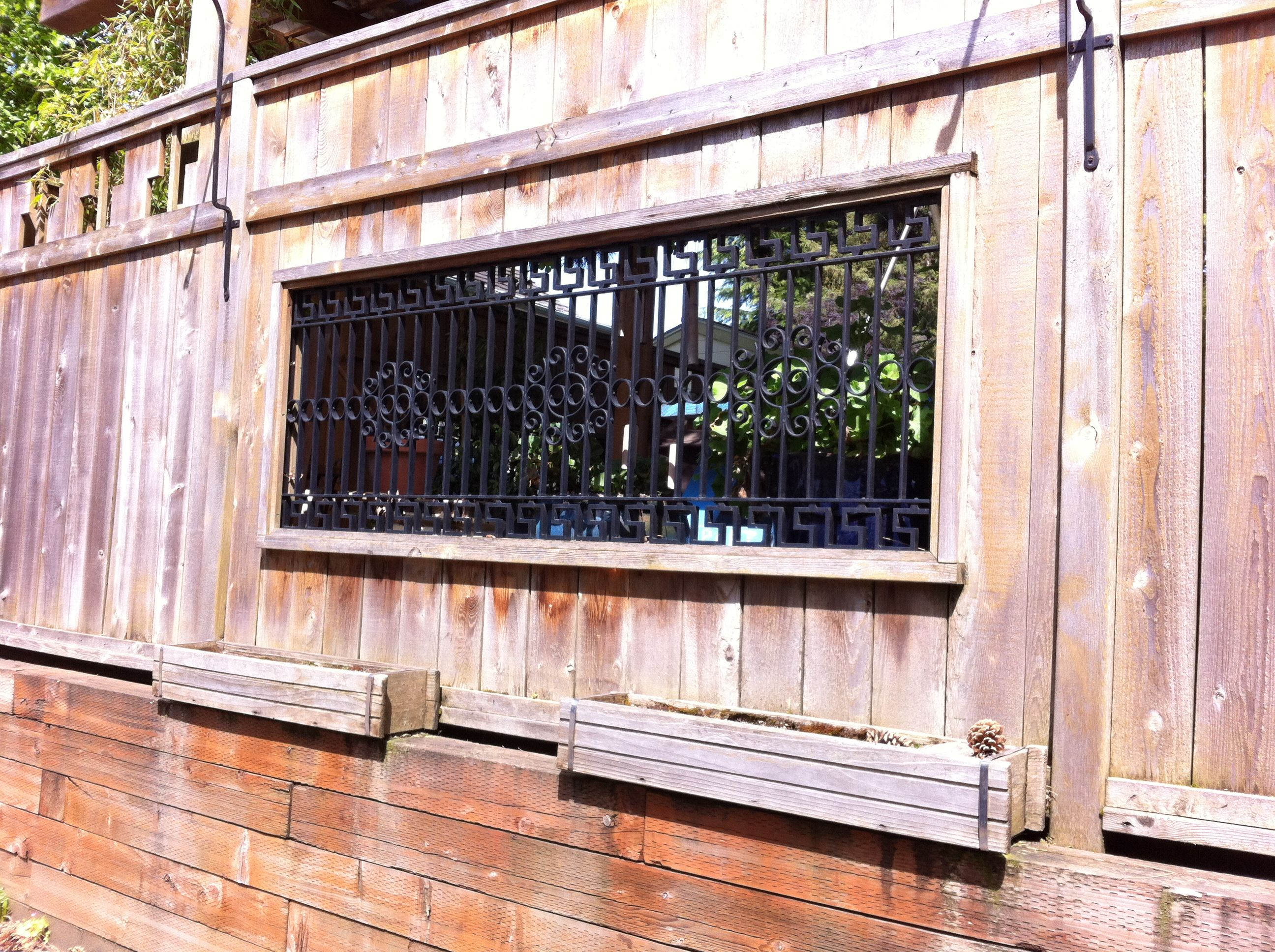 Nice possibility for putting a window in the gate.