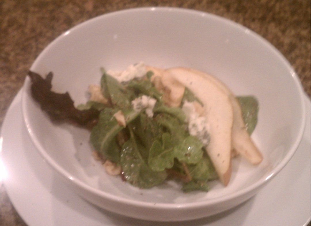 Pear Salad with Gorgonzola and Walnuts