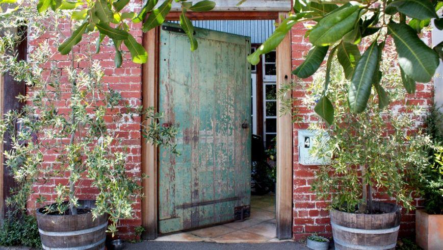 News   Offspring: Nina Proudman's house a hotspot for selfie snappers  ...