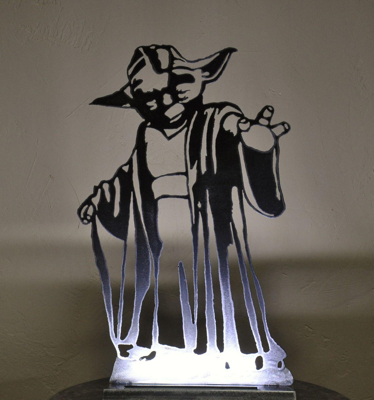 lampe silhouette de yoda en m tal vernis luminaires par blandin l 39 art du fer silhouette. Black Bedroom Furniture Sets. Home Design Ideas
