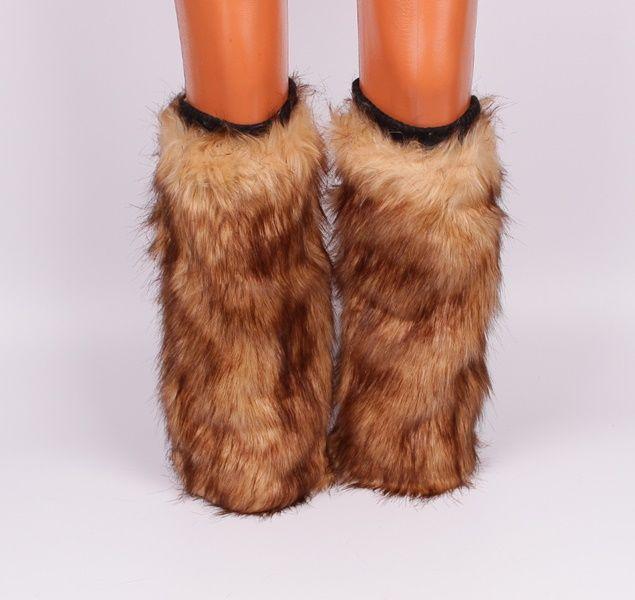 Космати гети / калци до коляното. Основата е бежова а космите към края са кафяви. От вътрешната страна са с хастар. Имат ластик в горната си част, което спомага да прилепват по крака.