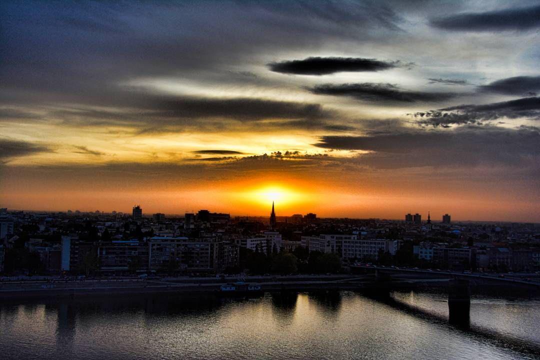 #sun #sunset #clouds #cloudscape #sky #skyporn #river #city #cityview #cityscape #landscape #colorful #view #petrovaradin #ig_novisad #ig_serbia by _fisheye_