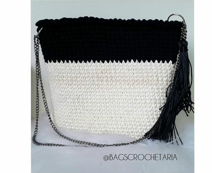 Bolsa de croche branca com preta