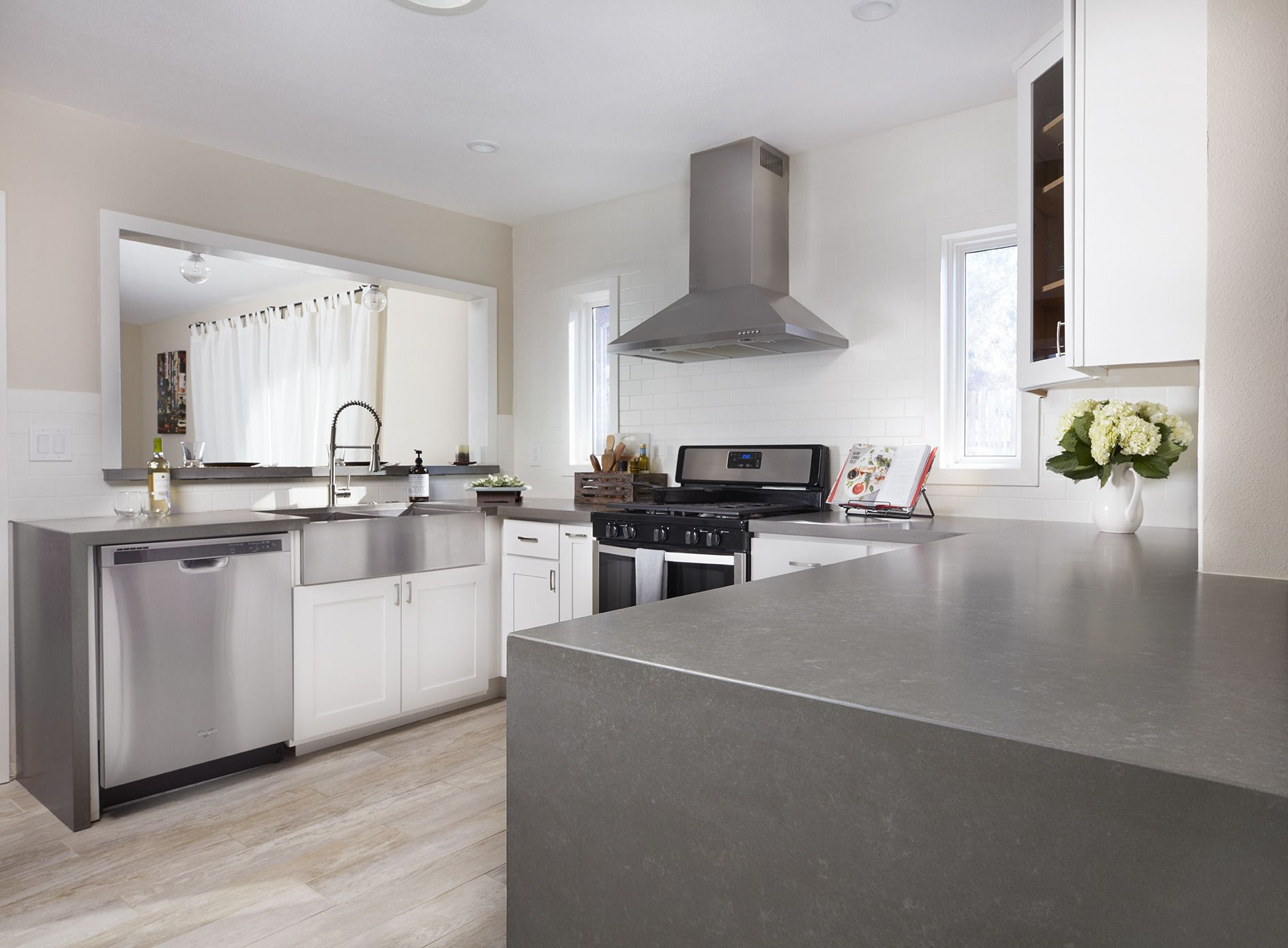 Thereu0027s No Denying The #quartz Countertop Craze! The Texture Of These  Metropolis Grey Quartz Slabs Gives These Countertops The Look Of Concrete.  ...