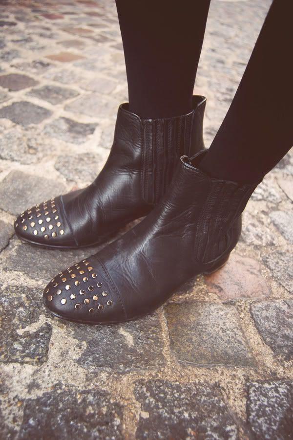 Quiero unos botines así! Me encanta el blog http://www.helloitsvalentine.com :)