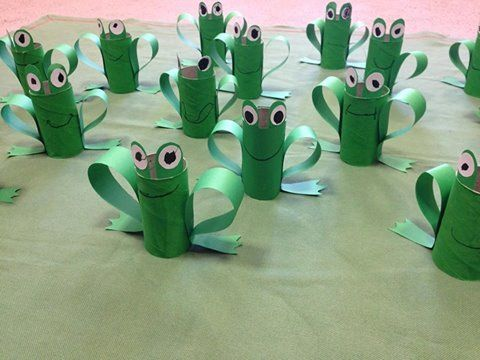 cardboard tube frogs