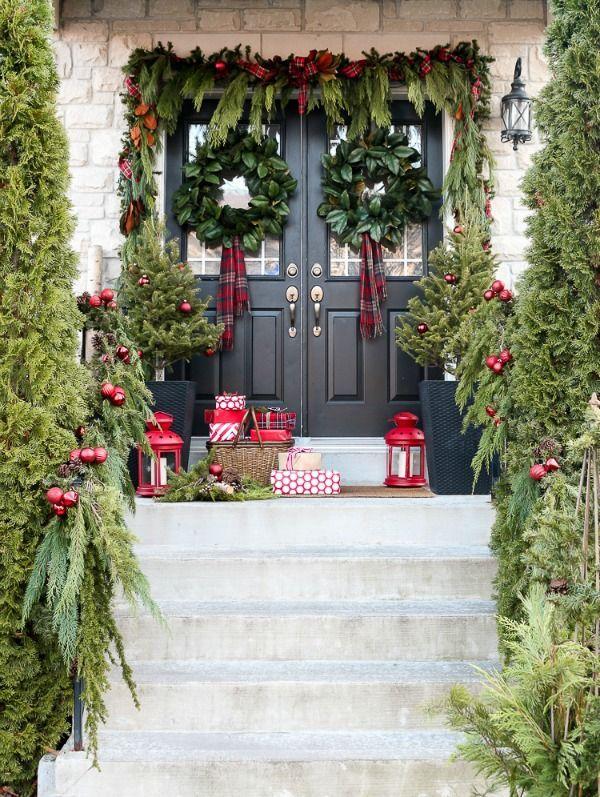 Mira estos ejemplos de decoracines de Navidad para la entrada de tu casa.