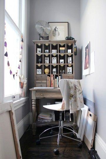 postazione lavoro in uno spazio stretto via apartmenttherapy.com
