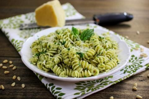 Follow us at instagram @supercookofficialnewzealand  Happiness is homemade. You do not need a fork to eat good food.  Recipes of day CREAMY PESTO PASTA WITH CHICKEN AND BACON have fun and enjoy eating happily!