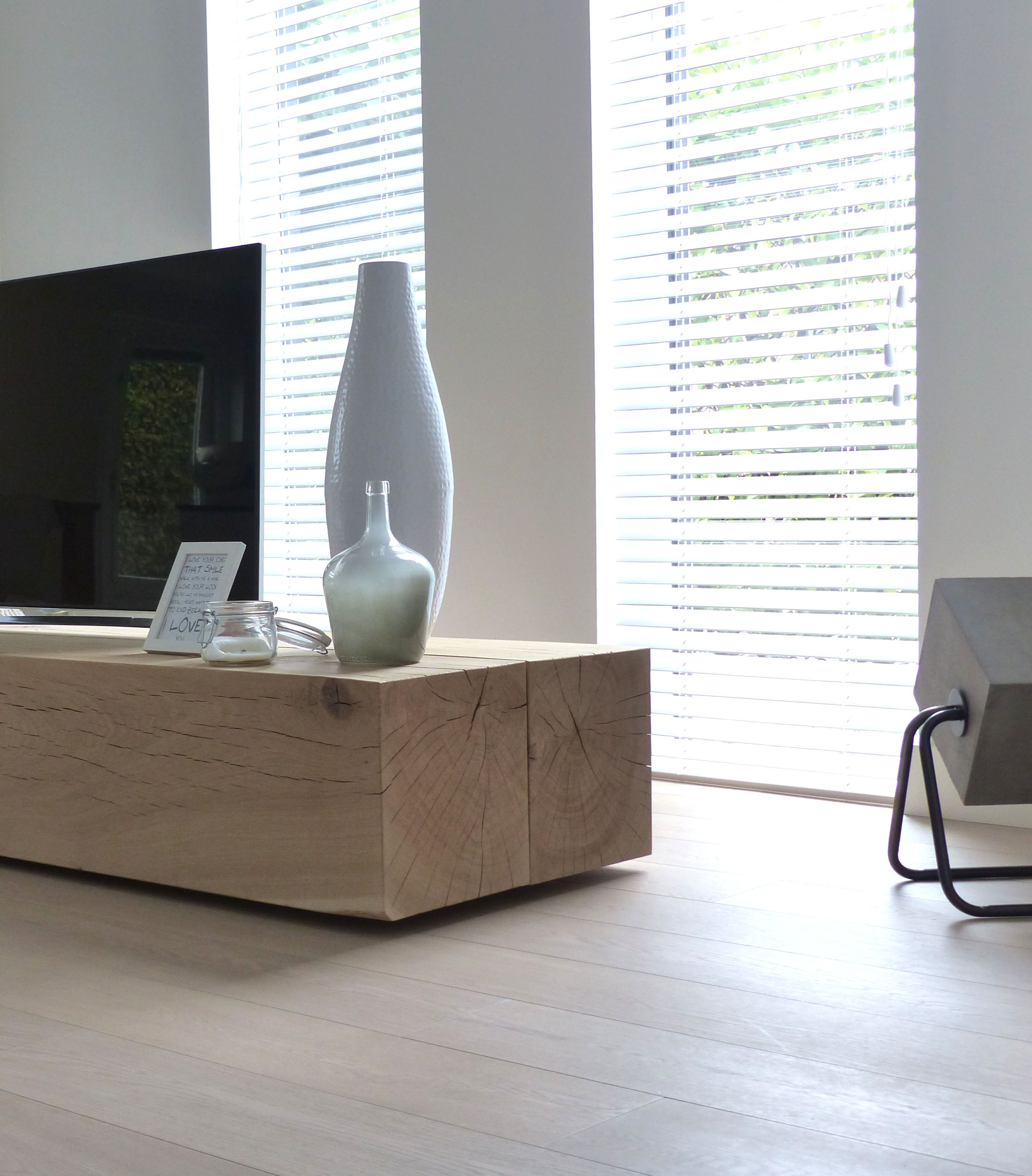 Zuiver Tv Meubel.Restyling Livingroom With A Robust Solid Oak Beams Tv Cabinet