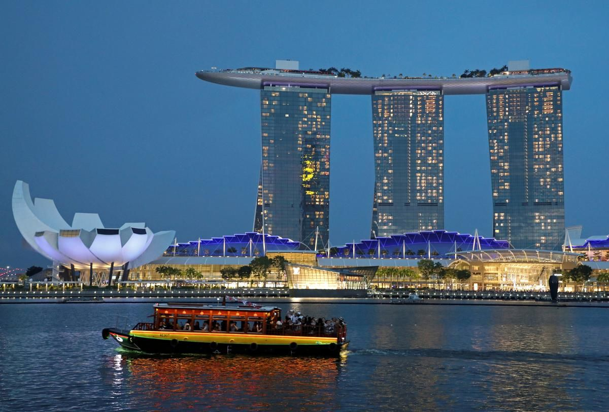 Singapore Hotels See Best Month In Years Amid Hong Kong Turmoil