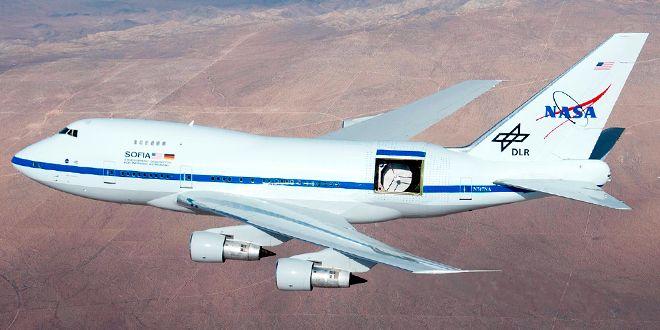 Mielenkiintoinen yhdistelmä: lentävä (optinen tai no, infrapuna) teleskooppi. Eli kuvassa NASAn 17–tonninen observatorio.
