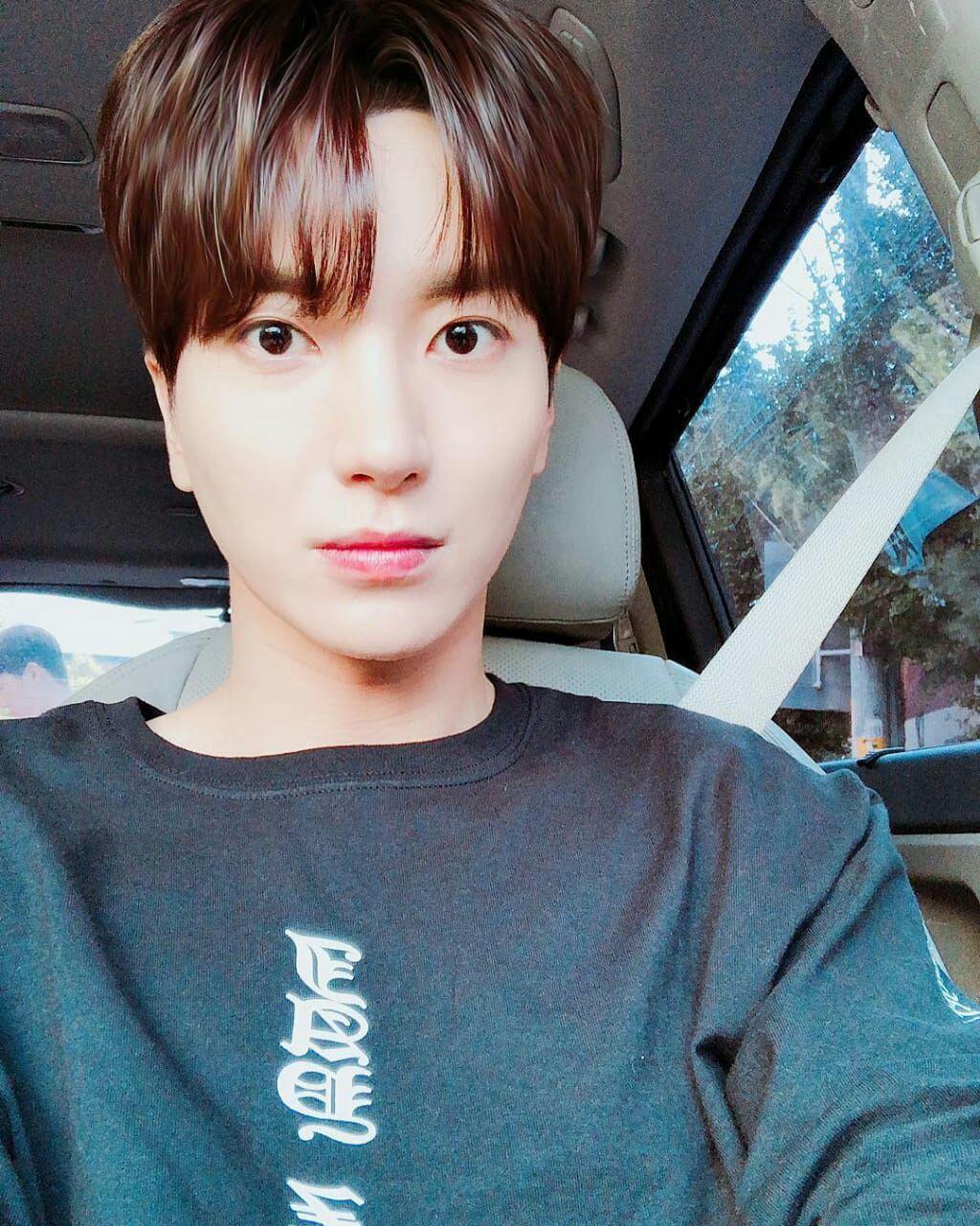 Un Amor De Verdad Leeteuk Y Zhoumi Leeteuk Idols Coreanos Super Junior