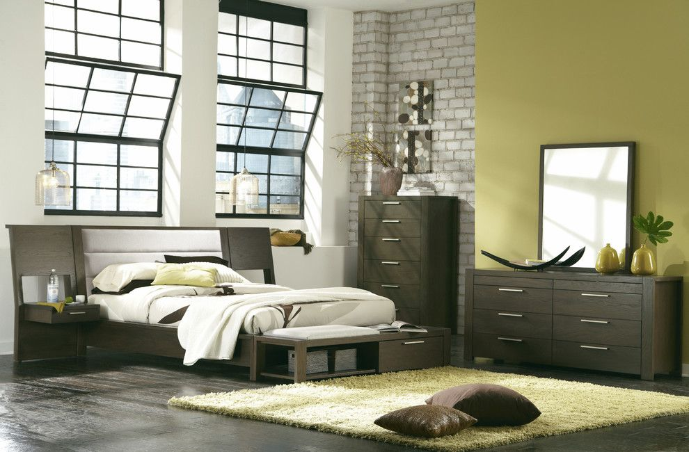 Hudson Upholstered Platform Bed with Panel Night Stands, King Beds