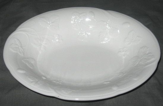 Minton Victoria Strawberry Oval Vegetable Bowl