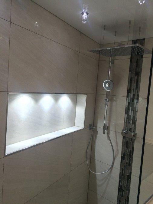 Nische im Duschbereich mit integriertem Licht Dusche