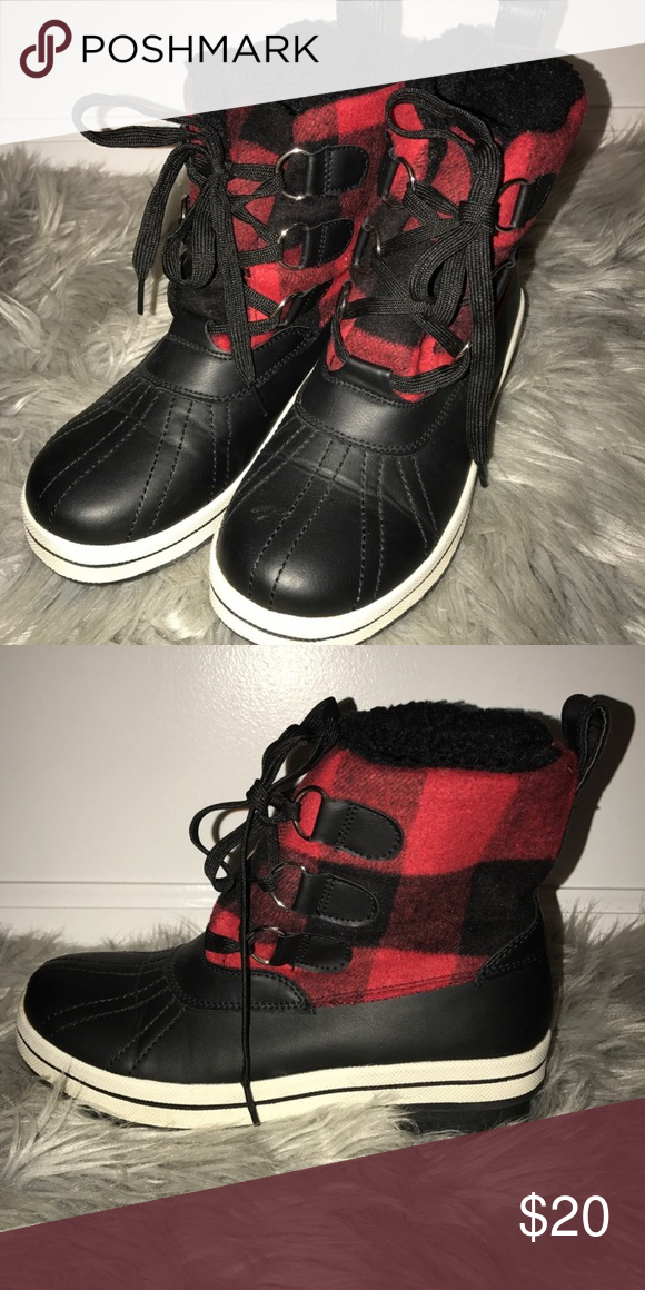 57a8112f648f MADDEN GIRL  black   red checkered boots •black   red checkered winter boots  •black lace up •comfy and cozy Madden Girl Shoes Winter   Rain Boots