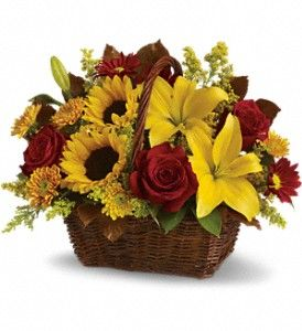 Gorgeous Autumn Basket with so much elegance and color.  Don't forget Thanksgiving Flowers!