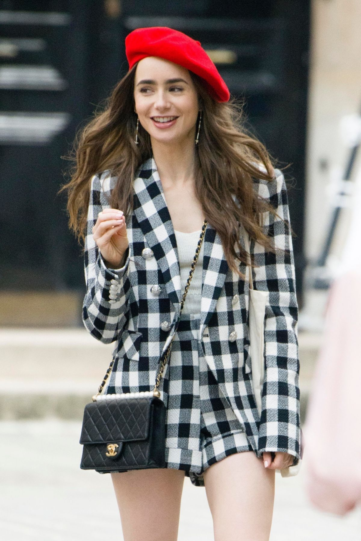 Lily Collins On The Set Of Emily In Paris In Paris 08 14 2019 Lily Collins Style Paris Outfits Celebrity Outfits