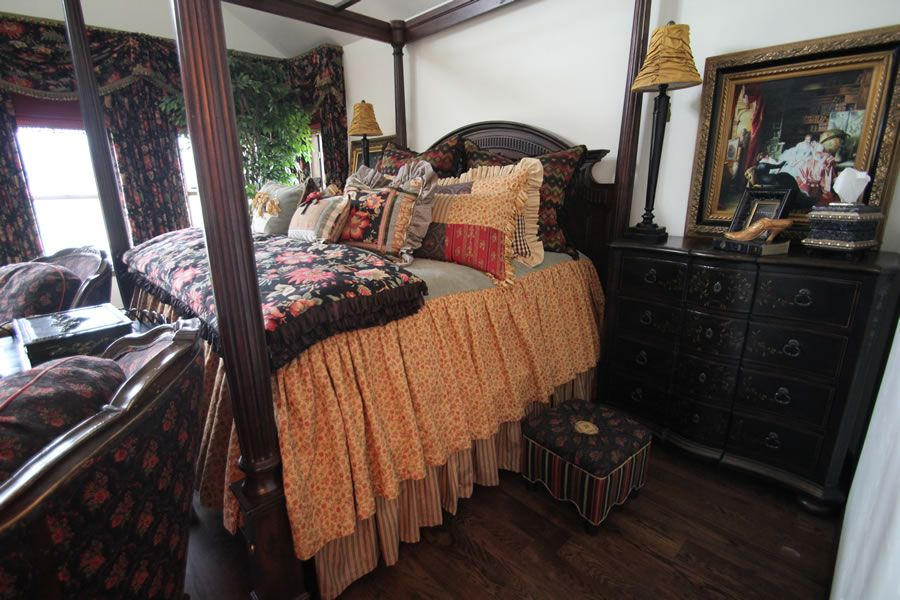 Love the bedding in this room!