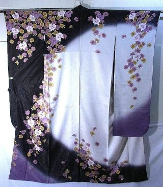 At my wedding, the whole wedding party will be decked out in Japanese garb! :D My bridesmaids will wear furisode like these; these colors will be my wedding colors, too...