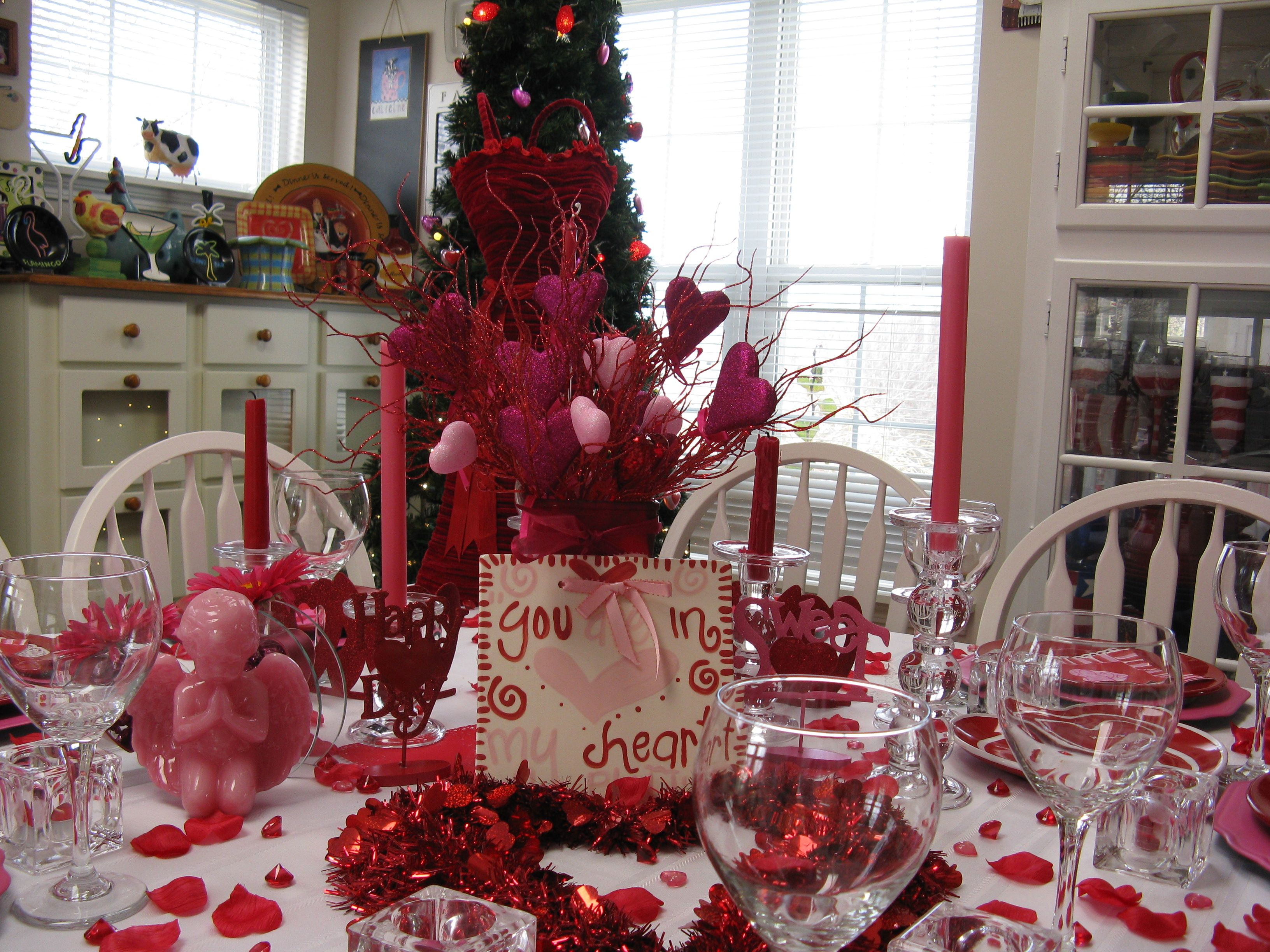 Table decoration ideas for valentines day - 33 Adorable Red Colour Valentine Decoration Ideas