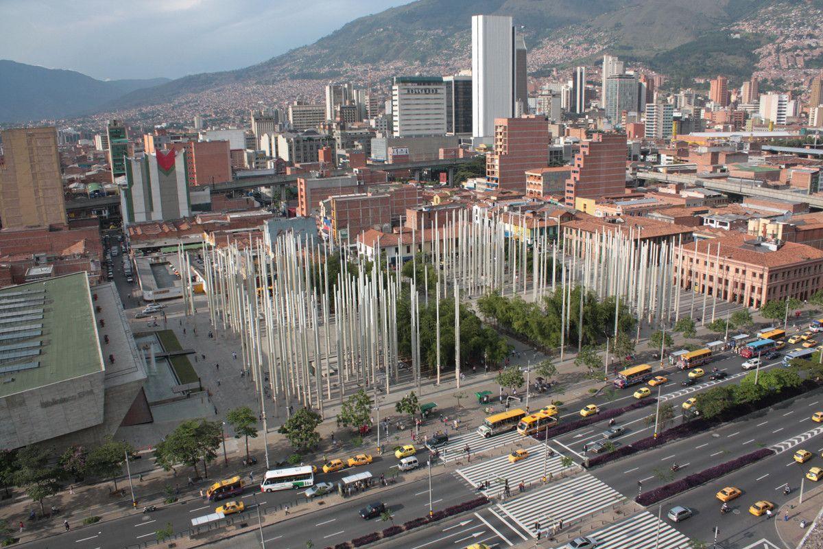 Galería de 10 parques y plazas que enmarcan el paisaje urbano y la naturaleza en Colombia - 8