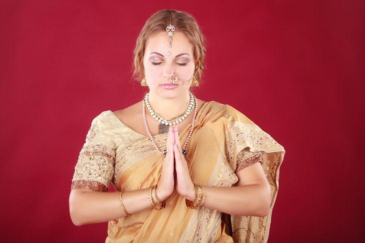 white-woman-wearing-sari-indian-dress.jpg (730×487)