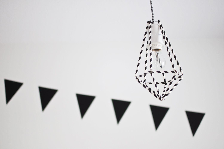 AALTOJA: DIY-lampunvarjostin   http://aaltoi.blogspot.fi/2014/10/diy-lampunvarjostin-lastenhuoneen.html