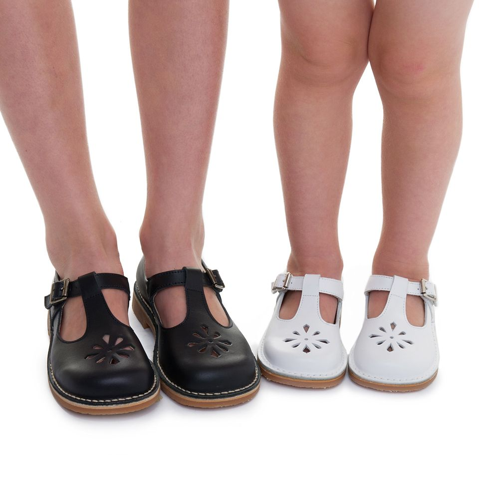 b08a93c6c735 Timeless sandals for boys and girls