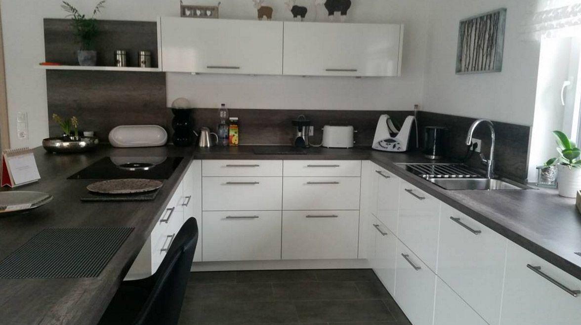 kueche-minimalistisch-mit-insel   küchen-ideen   pinterest - Wohnung Mit Minimalistischem Weisem Interieur Design New York