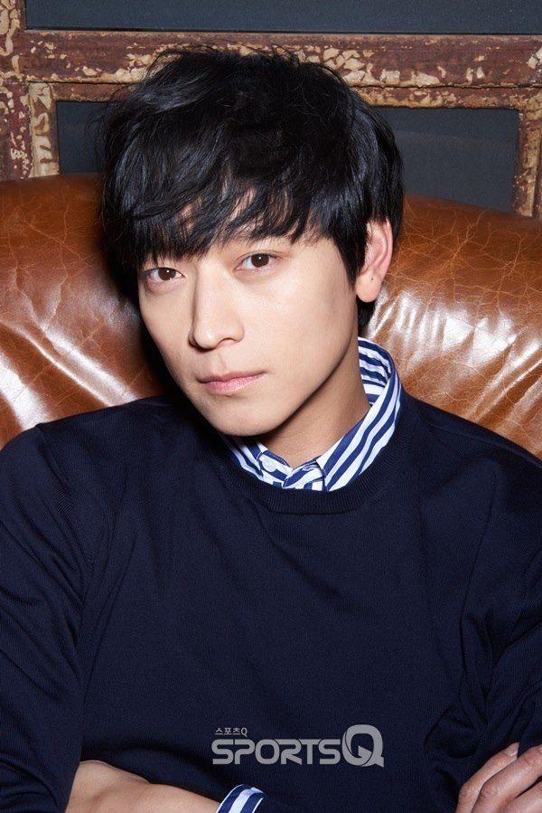 Kang Dong Won renews his contract with YG Entertainment