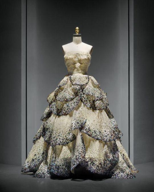 f4a8a0c265a 1949 Christian Dior  Junon  robe de soirée.