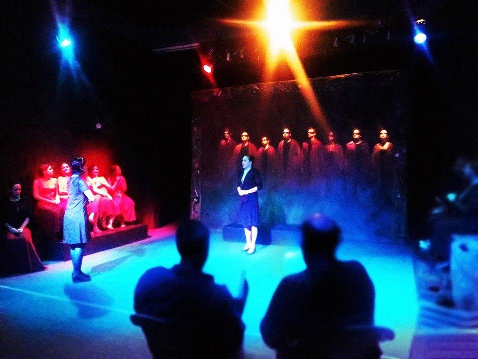"""Nos dias 13, 14 e 15 de dezembro, os alunos da Escola de Teatro Fiandeiros encenam o espetáculo """"Senhora dos Afogados"""" no espaço Fiandeiros. As apresentações acontecem na sexta-feira e sábado, às 20h, e no domingo, às 18h. A entrada é Catraca Livre."""