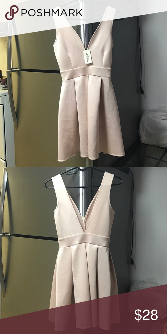 Short Le Dress Beautiful Blush Color Ready For Party Time Has A