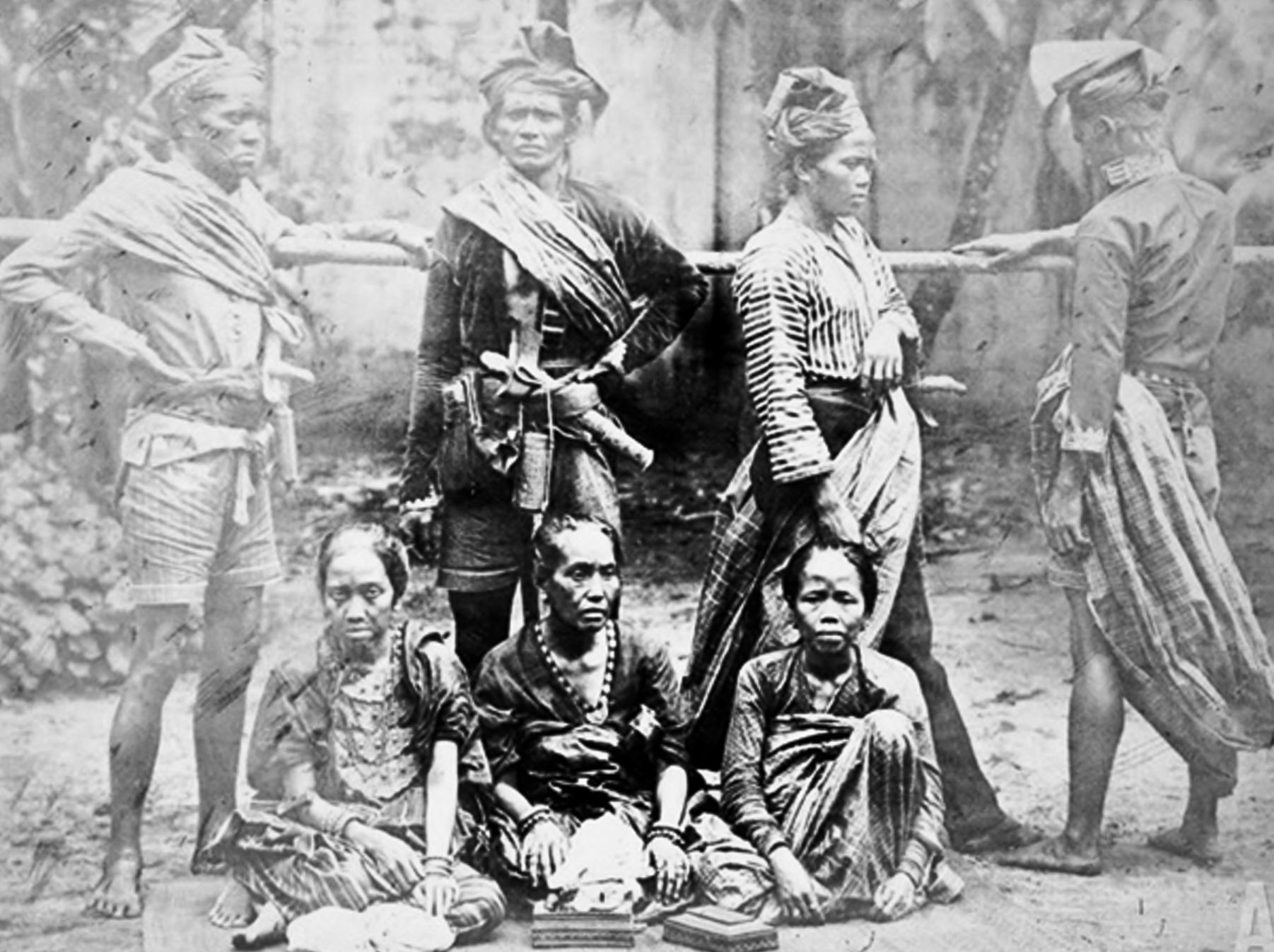 Bugis with keris  Rumpun Melayu  Dutch east indies, Sejarah indonesia, dan East indies