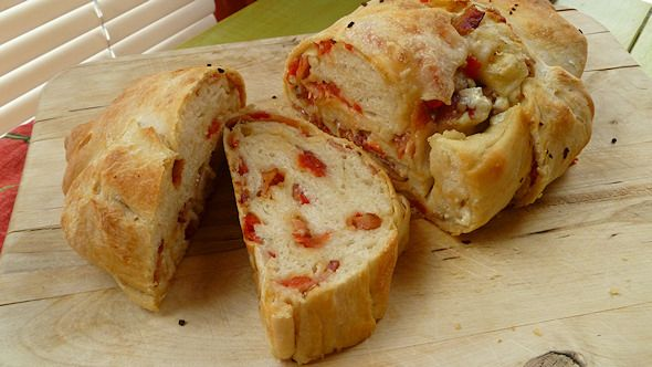 bacon blue cheese tomato bread recipe ...Superbowl Sunday is a holiday in my book :)