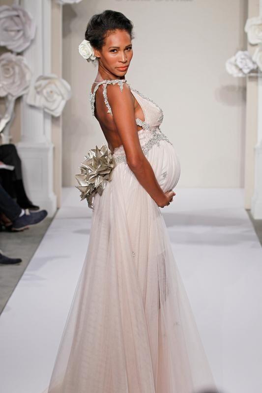 Une robe de mari e pour femme enceinte robes for Concepteur de robe de mariage russe