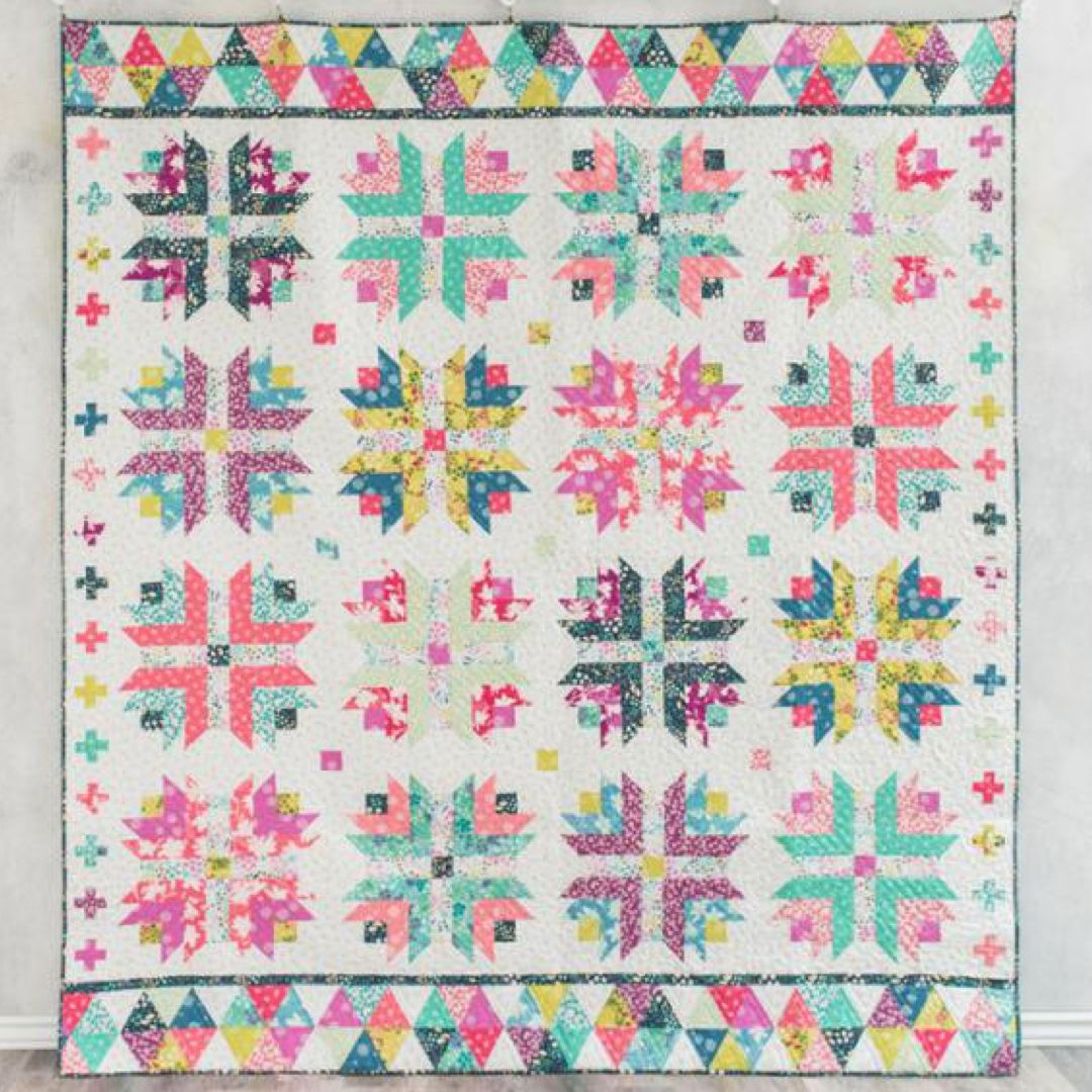 Superbe Honey Blossom Quilt Kit By Craftsy. Modern Twist To The Traditional Log  Cabin Block.