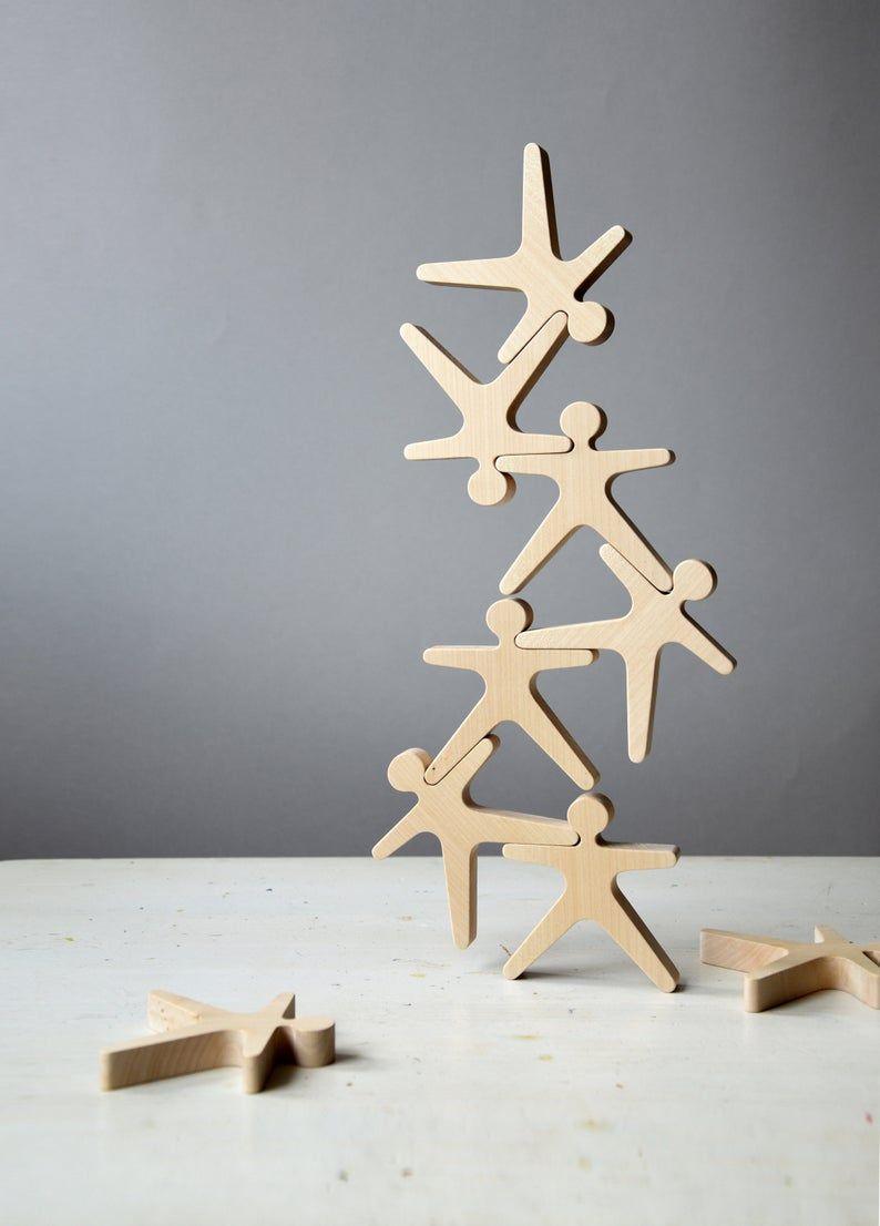 Construction en bois et jeu déquilibrage Acrobats