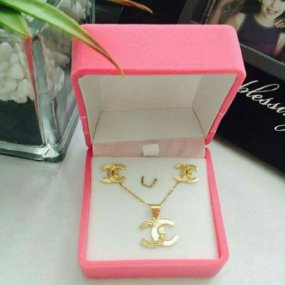 Chanel Set Earring And Necklace 18k Saudi Gold 4 0 Grams Accessories