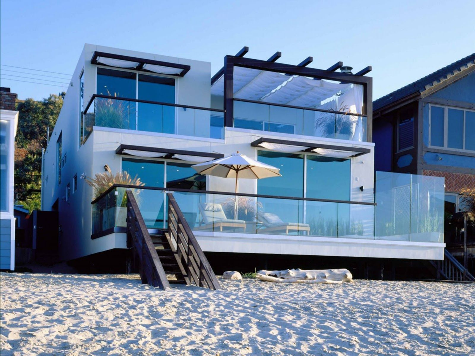 Pictures of houses on the beach - Outdoor Extravagant Landscape Ideas For Best Beach Houses Beach House With Sand Landscape Idea