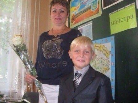 fête des mères : C'est aujourd'hui dimanche Tiens ma jolie maman Voici des roses blanches Toi qui les aimes tant